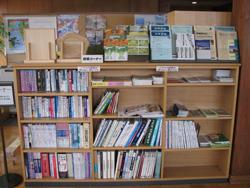 木の特徴を書いた本の閲覧と パンフレット等の提供