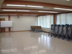 研修・会議室/ 研修室(80人収容、セミナー、講習会等に利用)